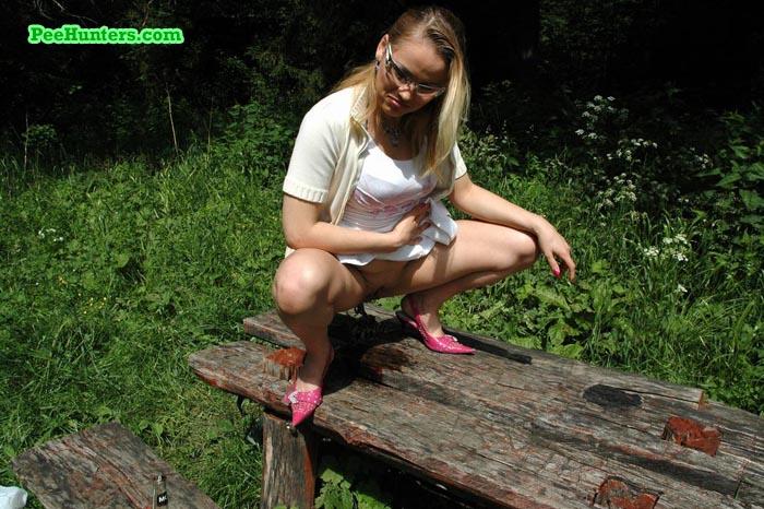 Girl pissing outside photo 256